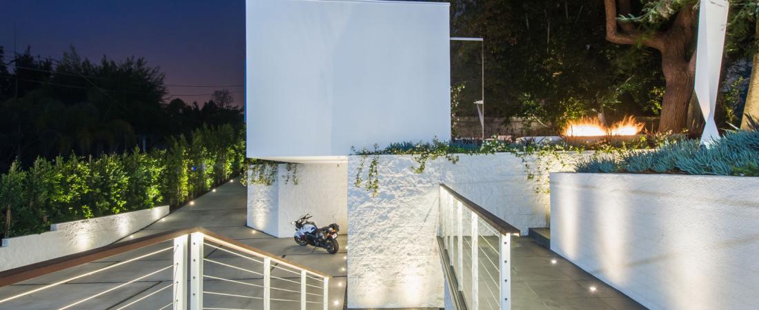6-Brentwood-CA-Kearsarge-Guest-House-East-View-1600x1000-1100x450.jpg