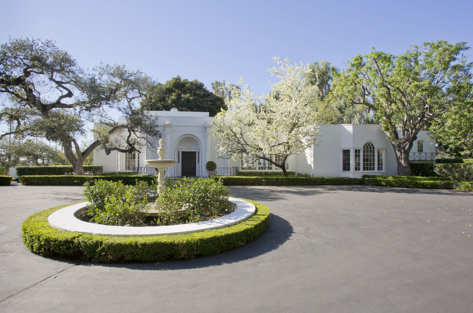 Formal entry to Hillcrest Estate with large turnaround drive
