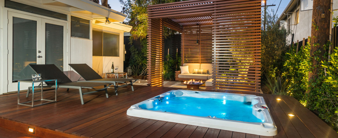 9-Brentwood-CA-Joffre-Residence-Deck-Jacuzzi-to-Trellis-Area-1600x1043-1100x450.jpg