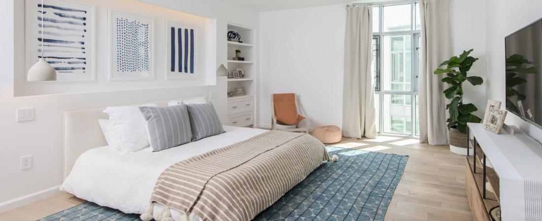 blue-white-tone-guest-bed-design-build-reno-33-1100x450.jpg