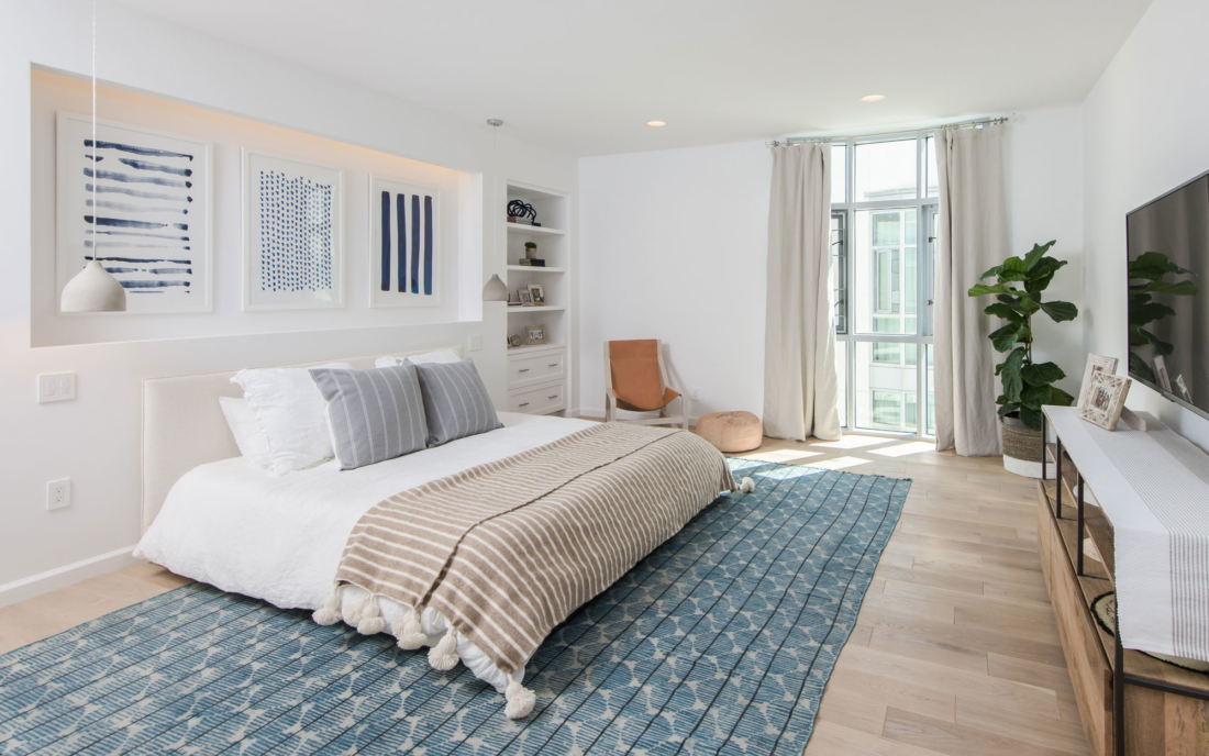 blue-white-tone-guest-bed-design-build-reno-33-1100x688.jpg