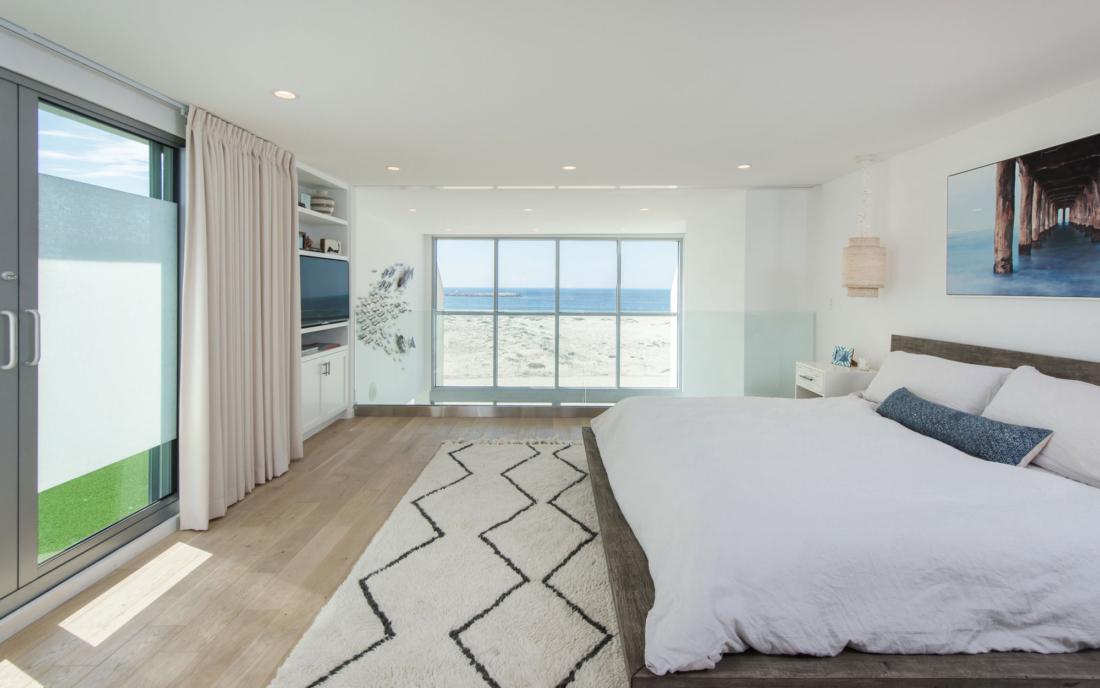 loft-master-bed-ocean-view-renovation-27-1-1100x688.jpg