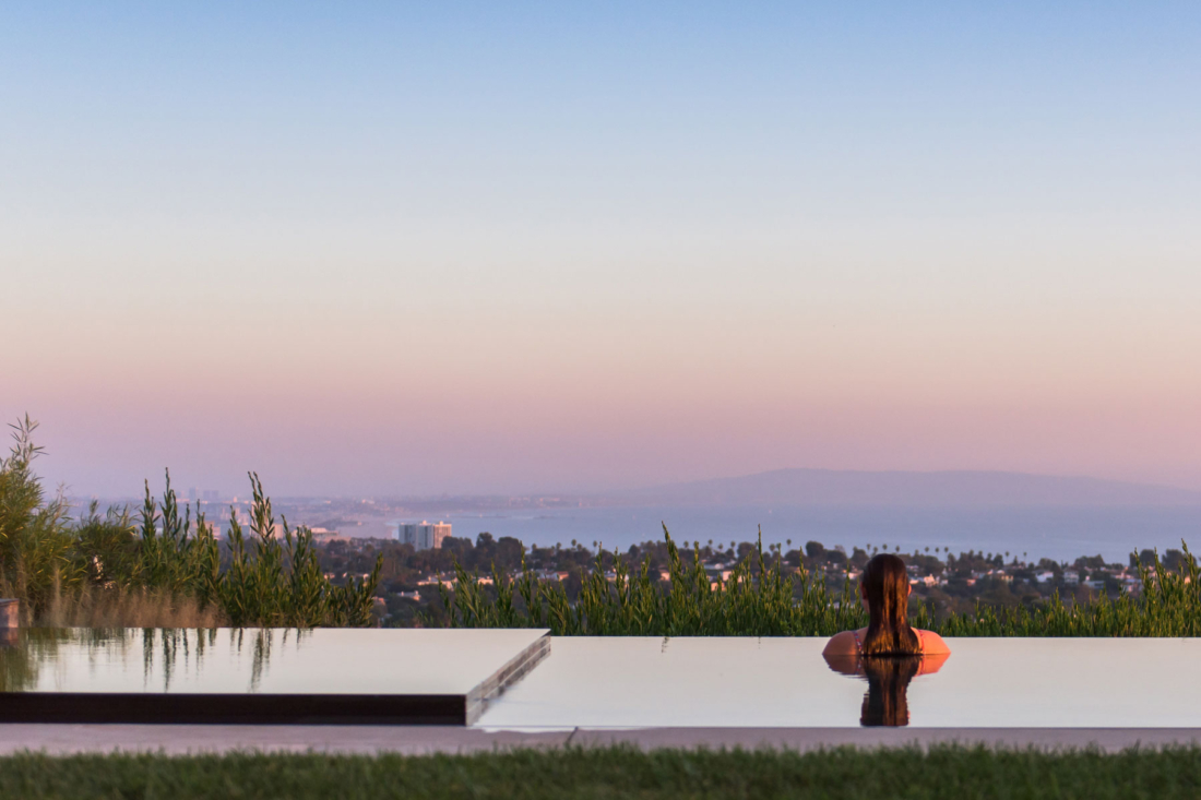 luxury-designed-pools-vanishing-edge-southern-california-architect-1100x733.jpg