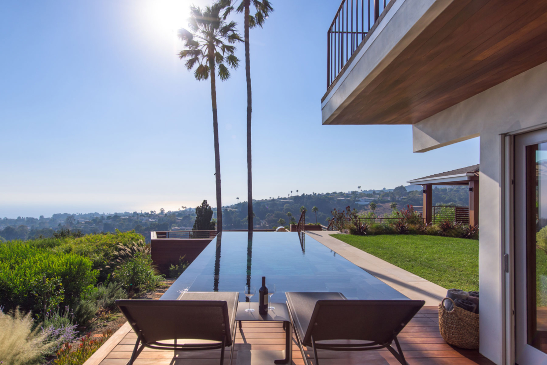 southern-california-architect-backyard-design-pool-hillside-ocean-vanishing-edge-zero-edge-1100x733.jpg