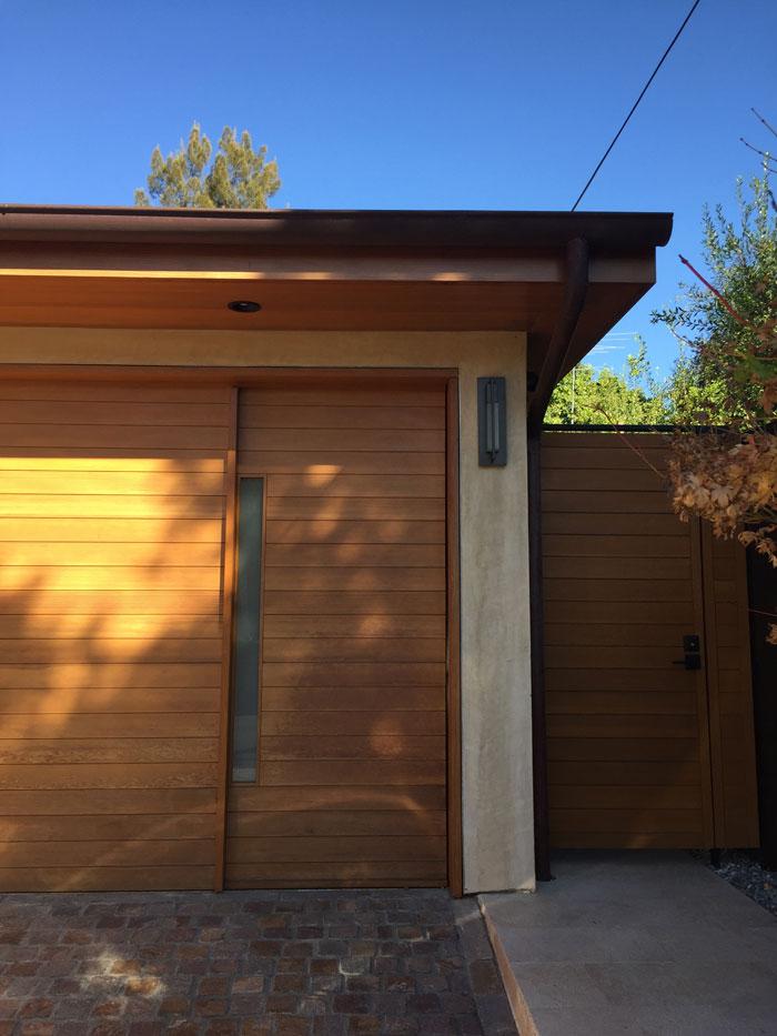 Garage door design with low head heigh clearance