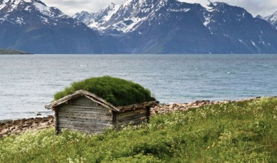 grass-roof-on-Shed_Lyngen_fjord-400x235.jpg